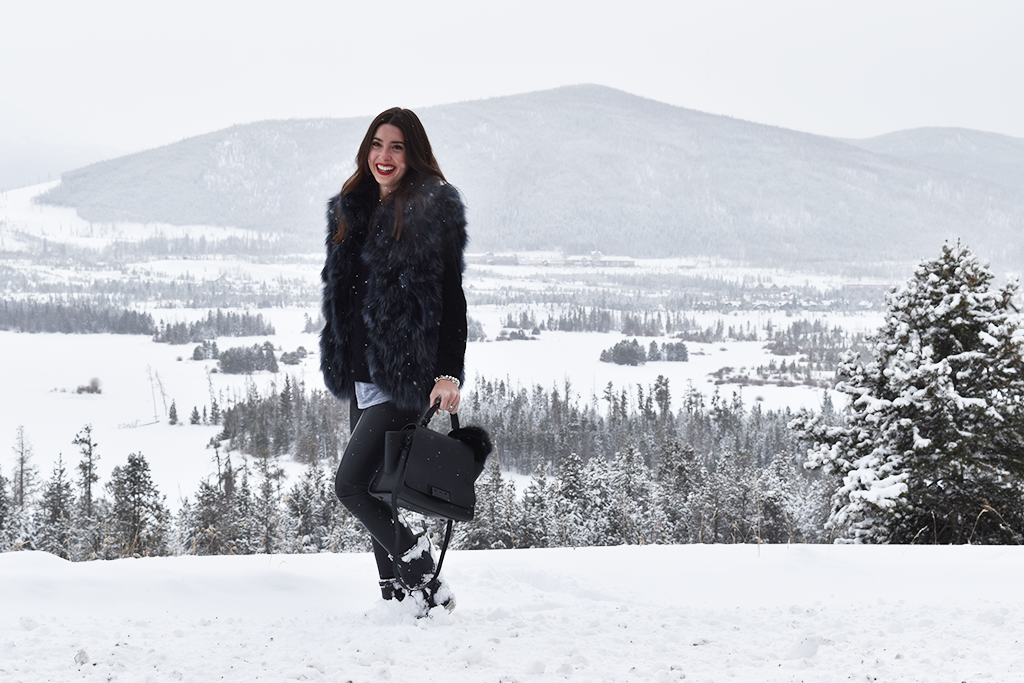 The perfect outfit to wear on your mountain vacation.   www.wovenwithgold.com